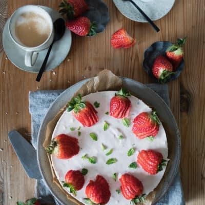 Erdbeer-Joghurt-Torte mit Müsliboden ohne Backen