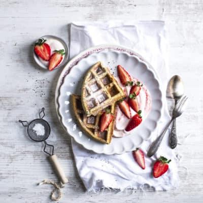 Mohnwaffeln mit Erdbeersahne