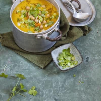 Wärmende Karottensuppe mit Kichererbsen