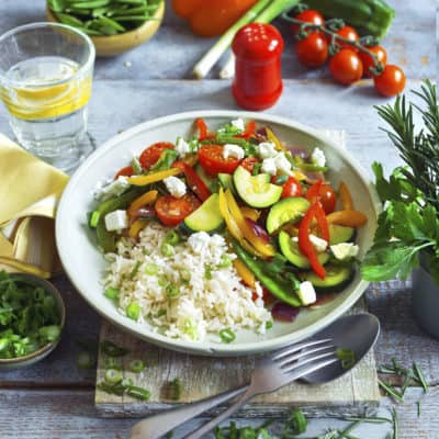 Gemüsepfanne mit Reis und Feta
