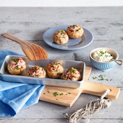 Vegetarisch gefüllte Champignons mit Hüttenkäse
