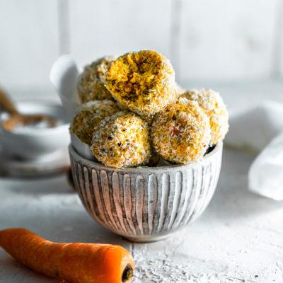 Gesunde Kokosbällchen meets Carrot Cake