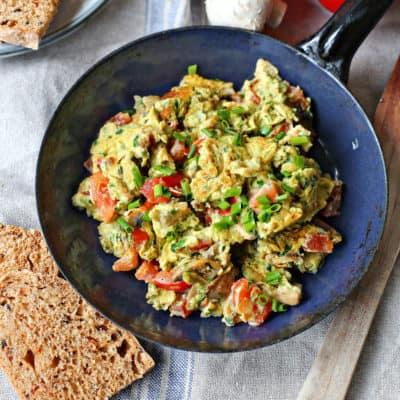 Rührei mit Gemüse in 15 Minuten auf dem Tisch