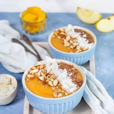 Smoothie Bowl Mango mit Kokos und Leinsamen