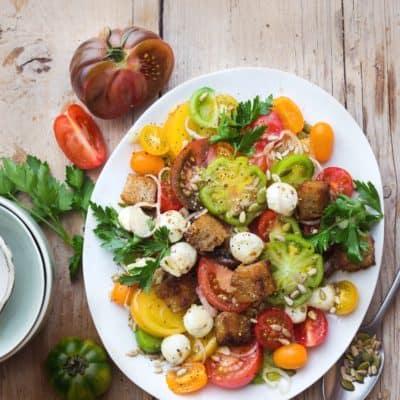 Der beste Tomaten-Brot-Salat mit Mozzarella