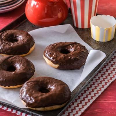 Donuts und fettig? Nicht wenn du sie im Ofen backst