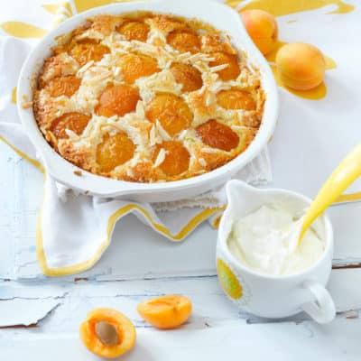 Aprikosenkuchen mit Schmand und Mandeln