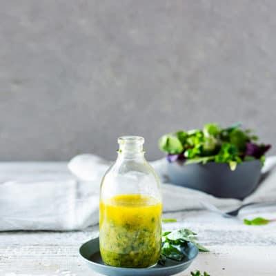 Einfaches Kräuter-Dressing für jeden Salat