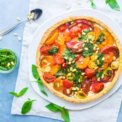 Bunter Tomatenkuchen mit Ricotta und Pesto