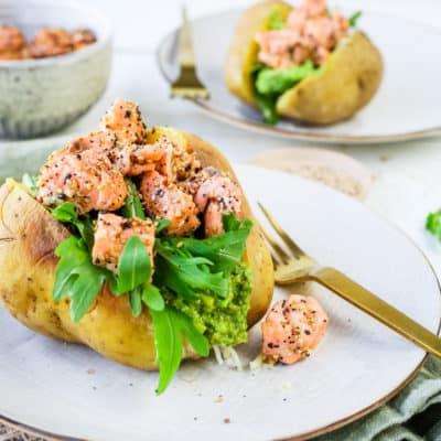 Die leckerste Kumpir mit Lachs und Avocadocreme