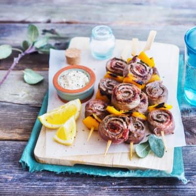 Saltimbocca-Spieße mit Parmesandip