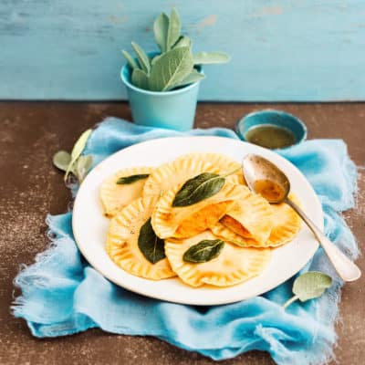 Einfache Kürbis-Ravioli mit Salbeibutter